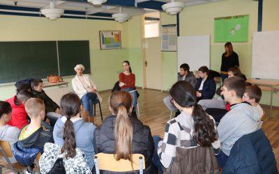 """U """"Živim bibliotekama"""" učestvovalo 45 učenika iz Drvara i Bosanskog Grahova"""